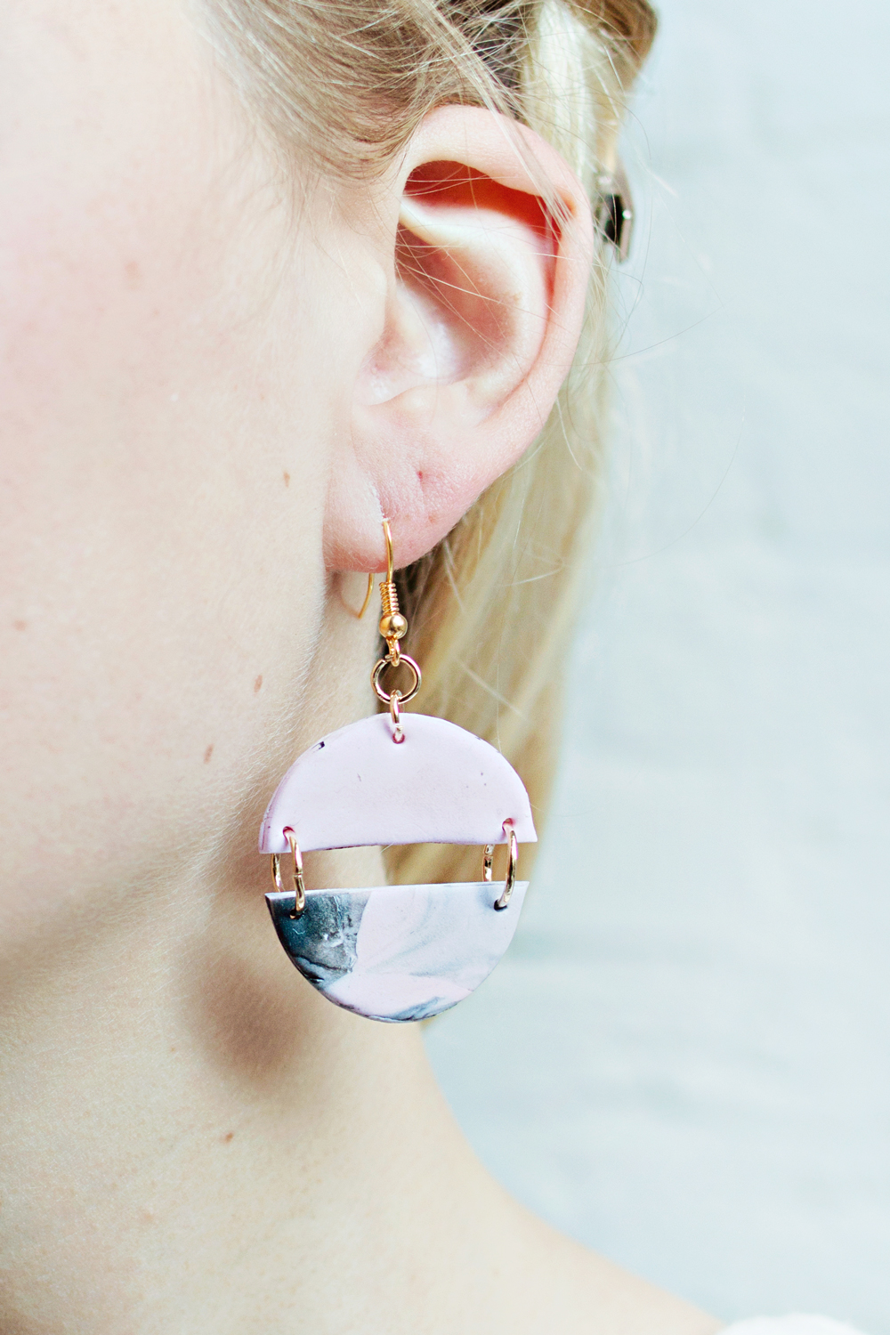 BLACK & PINK – MARBLED DANGLE EARRINGS